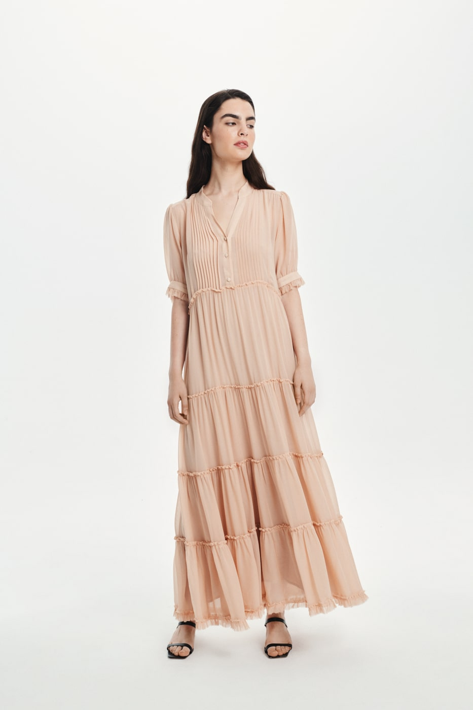 Jedwabna suknia nude